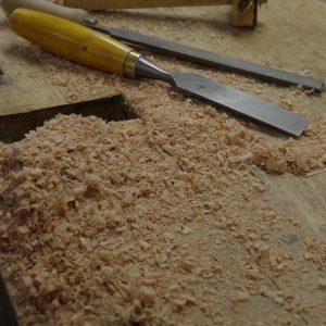 Holzwerkzeug auf einer Hobelbank