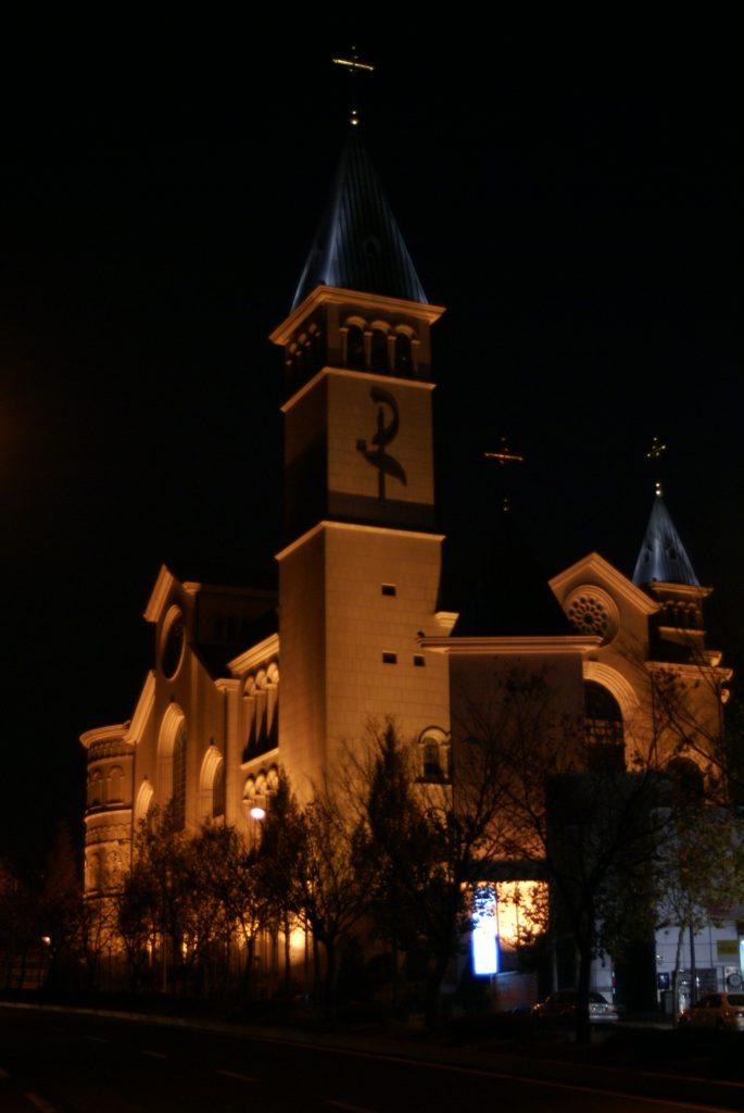die katholische Kirche St.John bei Nacht, St.John, Bundang-gu, Seongnam, Seoul, Südkorea