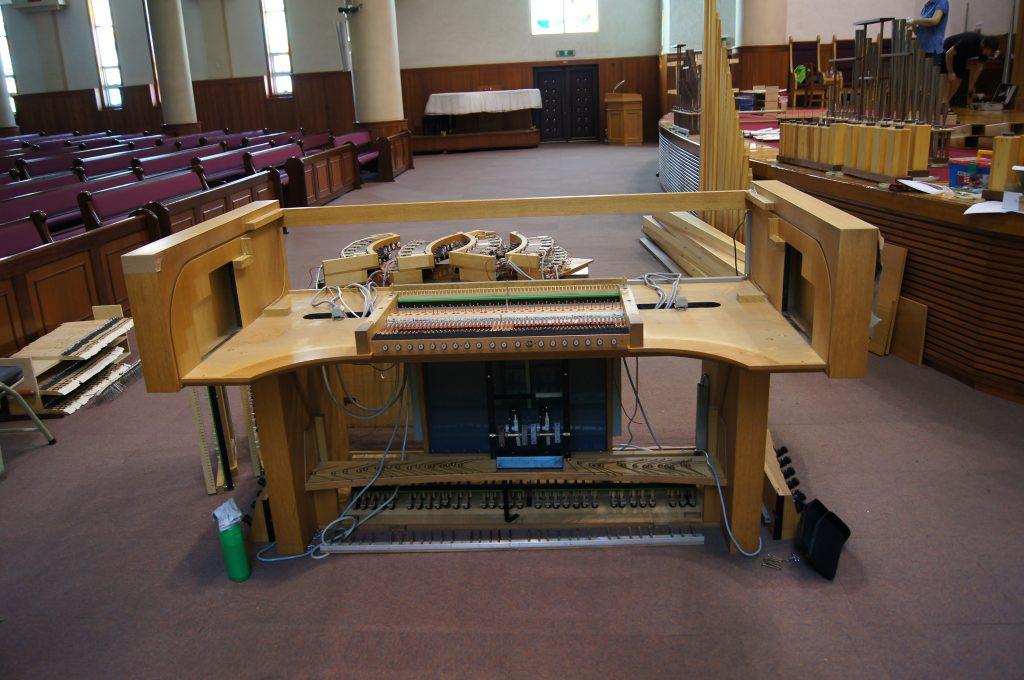 Ausbau der Manuale und Manubrien der Orgel in der Adam´s Chapel der Keimyung Universität in Daegu, Korea