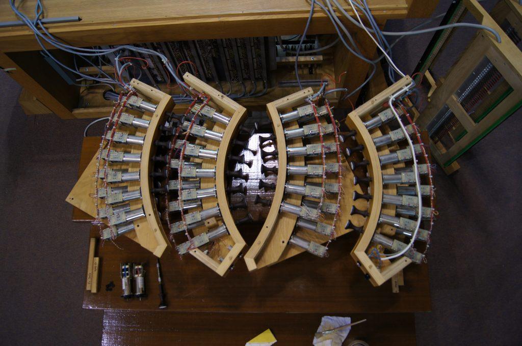 Reinigung, Kontrolle und Erweiterung der Manubrien der Orgel in der Adam´s Chapel der Keimyung Universität in Daegu, Korea