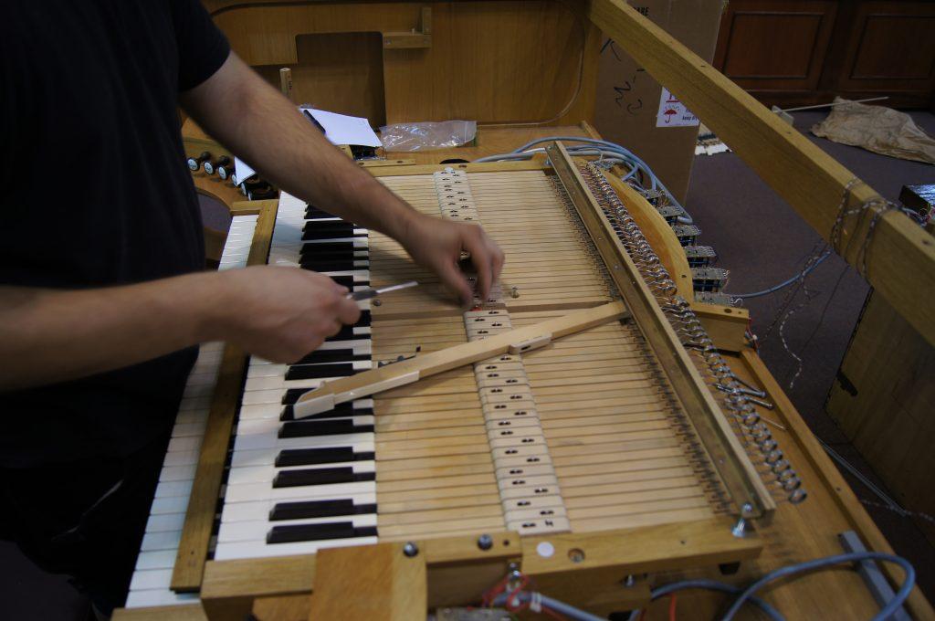 Einbau des zweiten Manuales der Orgel in der Adam´s Chapel der Keimyung Universität in Daegu, Korea