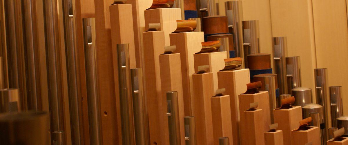 Pfeifen mit perfekten Längen in der Orgel der Heilig Kreuz Kirche in Detmold, Nordrhein Westfalen, Deutschland