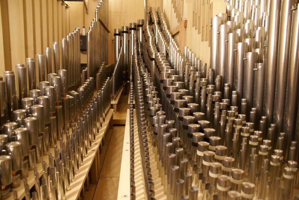 ein Teil des Pfeifenwerks in der Orgel der Heilig Kreuz Kirche in Detmold, Nordrhein Westfalen, Deutschland