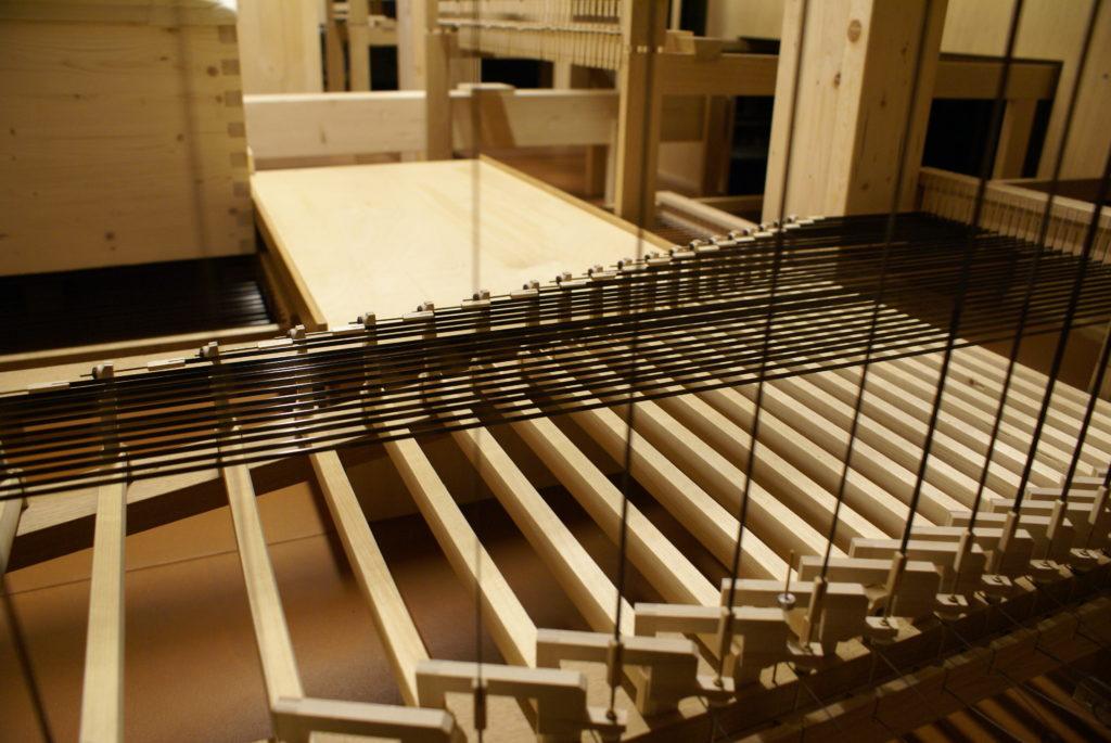 die Pedaltraktur mit Carbonabstrakten in der Orgel der Heilig Kreuz Kirche in Detmold, Nordrhein Westfalen, Deutschland