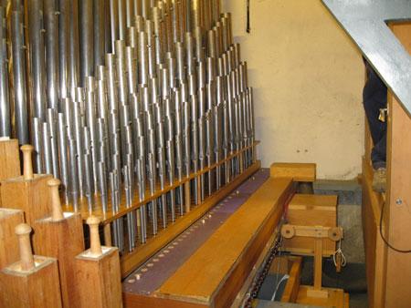 die Pfeifen nach dem Wiedereinbau und der Nachintonation der Orgel in der Vang Kirke, Hamar, Hedmark, Norwegen