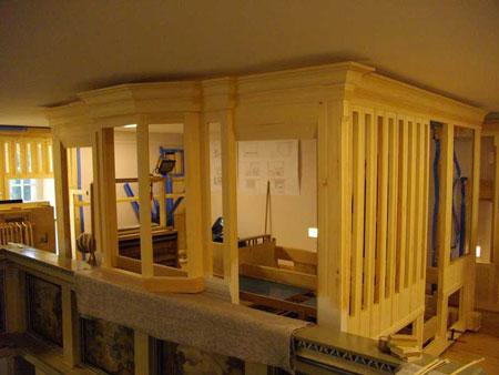 das Gehäuse steht der Orgel in der Dorfkirche Heiligensee, Berlin, Deutschland