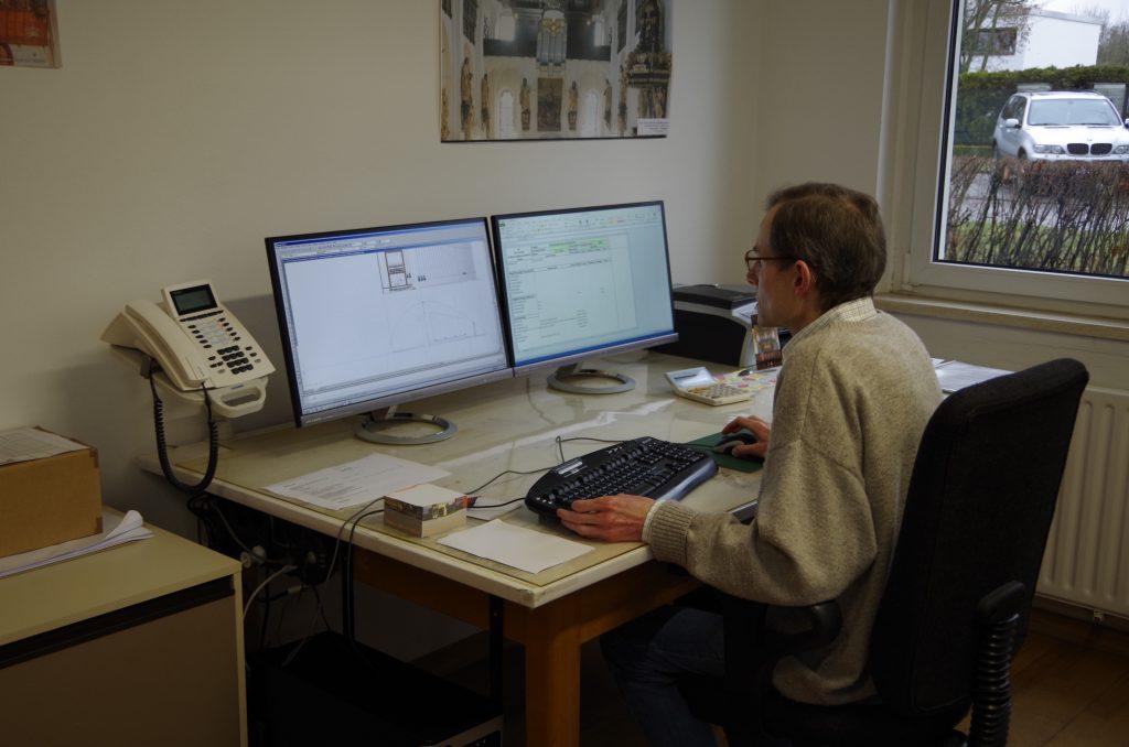 die Konstrukton wird mit Hilfe von CAD am Rechner erstellt