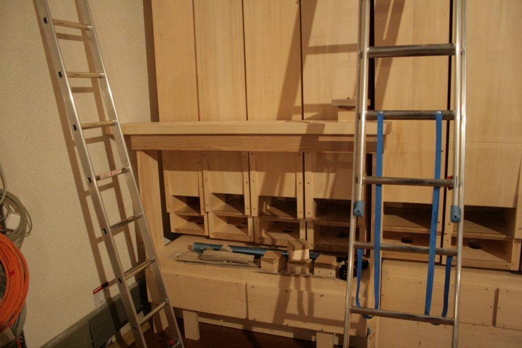 Aufbau des Untersatz 32´ für die Orgel der Heilig Kreuz Kirche in Detmold, Nordrhein Westfalen, Deutschland