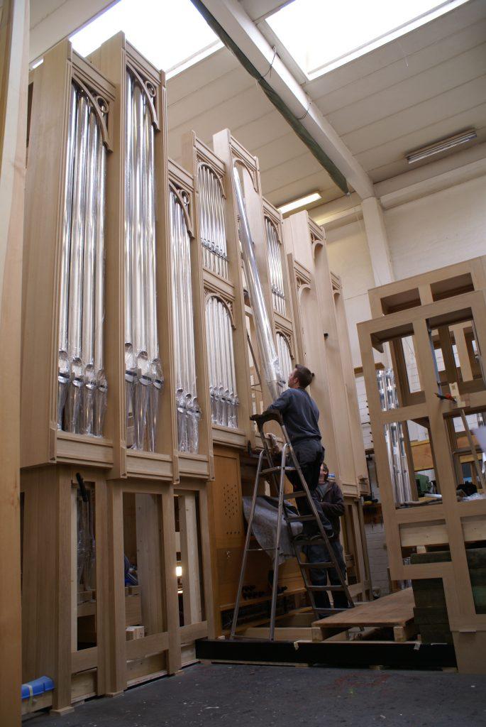 Werkstattmontage der Pfeifen für die Orgel in Strinda, Trondheim, Sør-Trøndelag, Norwegen