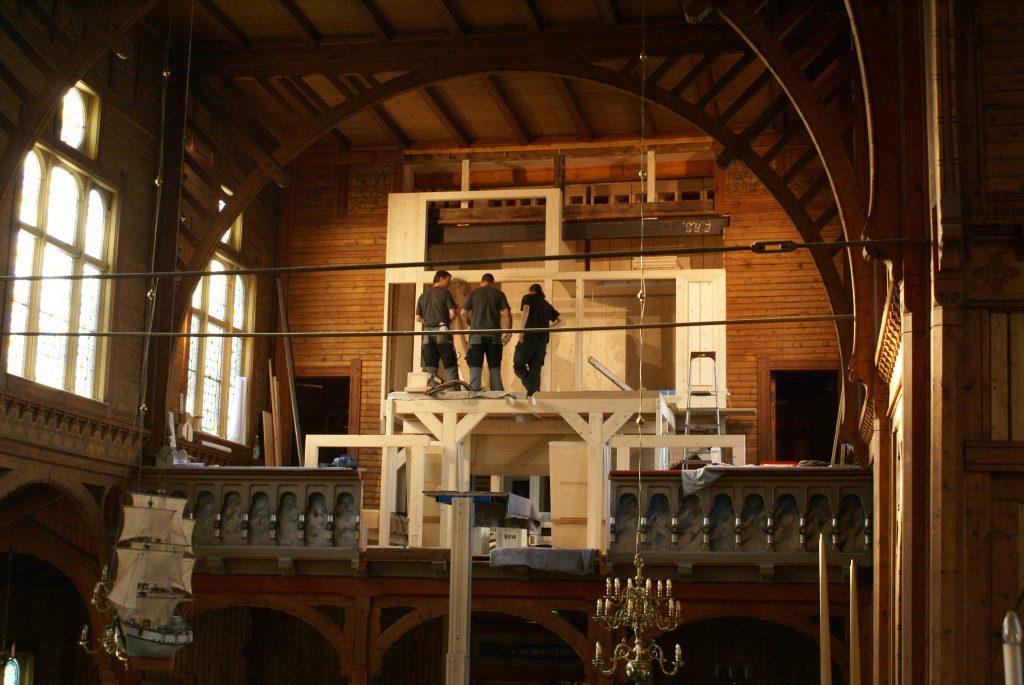 Montage des Schwellwerkes für die Orgel in der Kirche in Strinda , Trondheim, Sør-Trøndelag, Norwegen