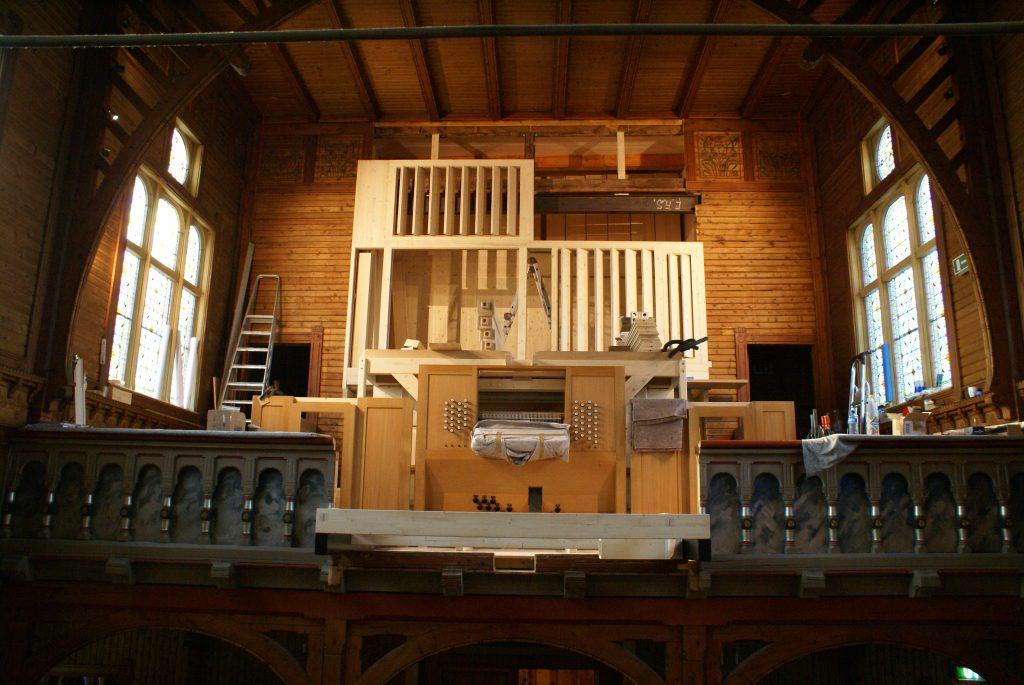 der Unterbau ist fertig, der Spieltisch montiert für die Orgel in der Kirche in Strinda , Trondheim, Sør-Trøndelag, Norwegen