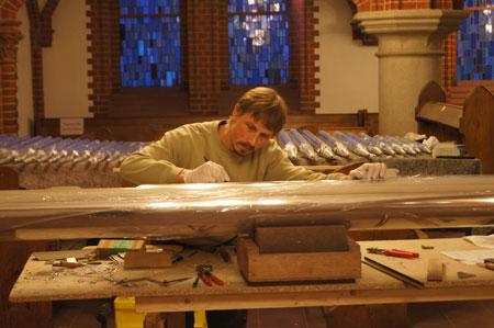 Lorenz Haupt bei der Vorintonation in der Paulus Kirchengemeinde in Berlin Zehlendorf, Deutschland