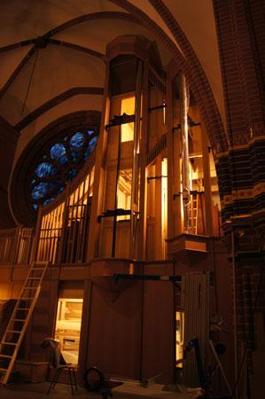 Pedalturm der Orgel in der Paulus Kirchengemeinde in Berlin Zehlendorf, Deutschland