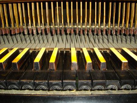 Tastatur der Wagner Orgel von 1739 in Schönwalde Glien, Brandenburg, Deutschland
