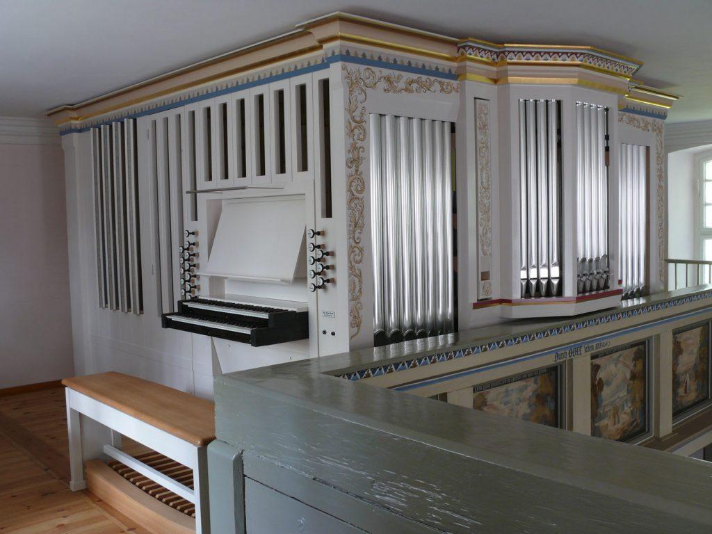Prospekt der Orgel in der Dorfkirche Heiligensee, Berlin, Deutschland