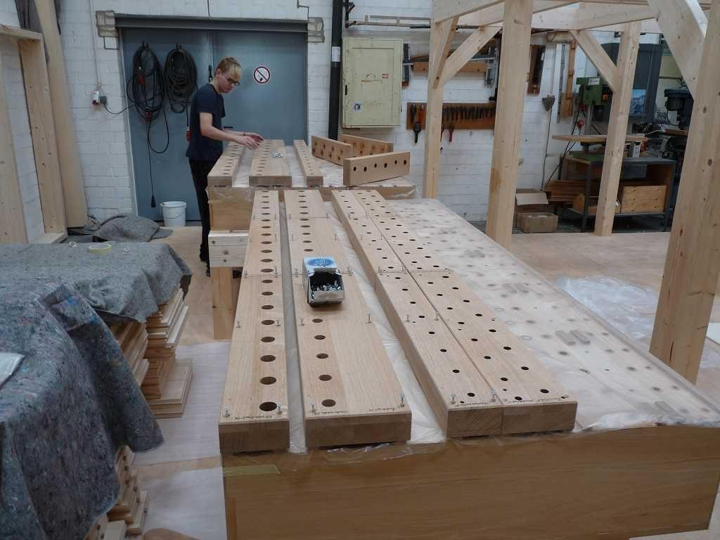 Die ersten beiden Laden für das Pedal sind aufgebaut für die Orgel der Heilig Kreuz Kirche in Detmold, Nordrhein Westfalen, Deutschland