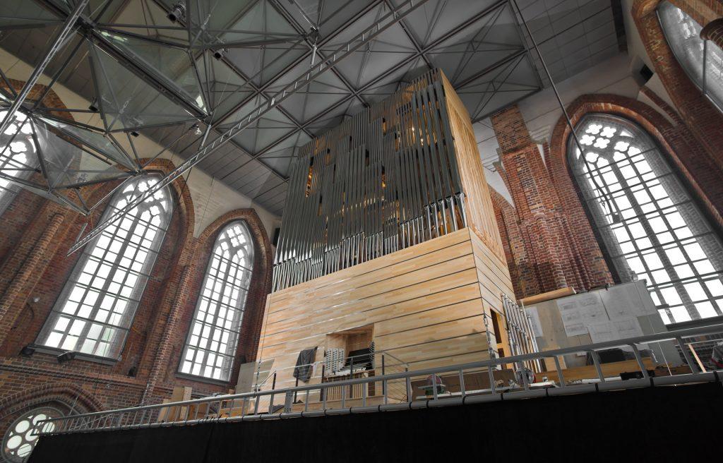 Orgelmontage Neubrandenburg - Prospektansicht der Orgel - Weitwinkelaufnahme