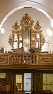 Liebfrauenkirche Jüterbog - Im Mittelfeld des Prospekts stehen die neuen Zinnpfeifen
