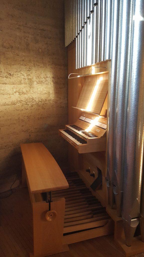Kapelle der Versöhnung - Spieltisch der Orgel
