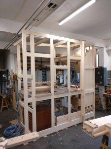Werkstattmontage Versöhnung - Das Rahmenwerk samt Windlade steht