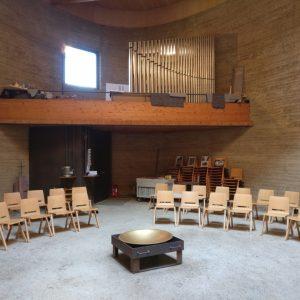 Kapelle der Versöhnung - Blick von unten auf die Orgel nach dem Aufbau