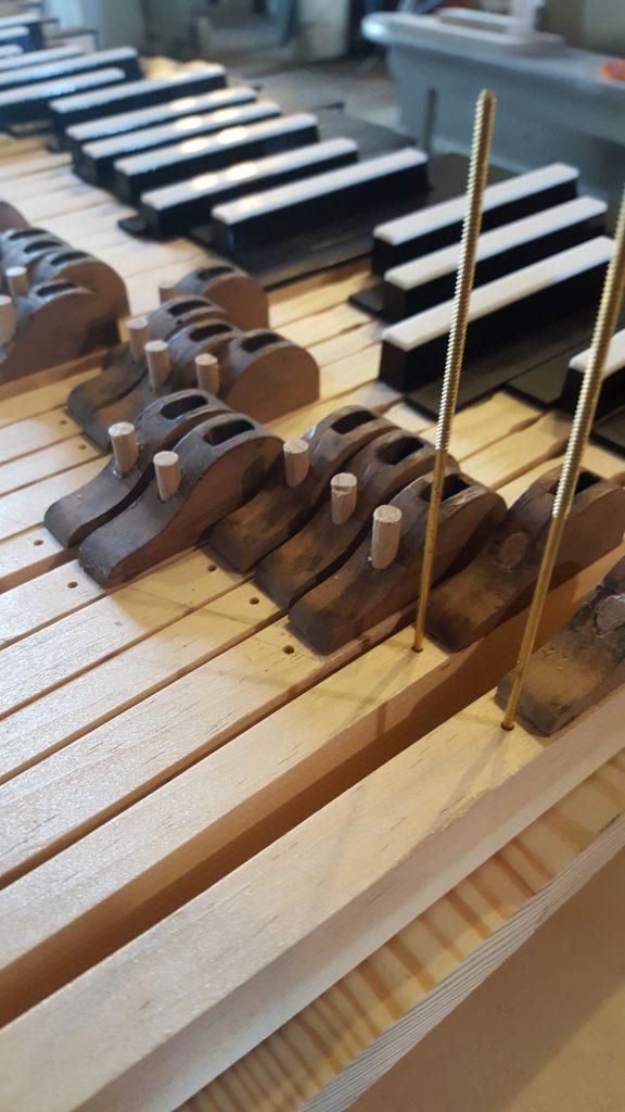 Niemegk: Rekomnstruktion der Klaviaturen mit originalen Trakturteilen