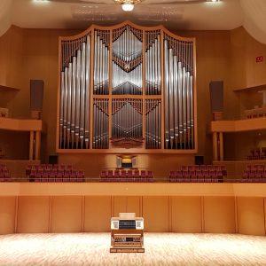 Prospekt der großen Orgel im Aichi Arts Center in Nagoya