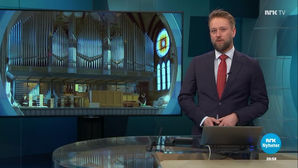 Screenshot der NRK Distriktsnyheter über die Arbeiten an der Orgel der Skien Kirke